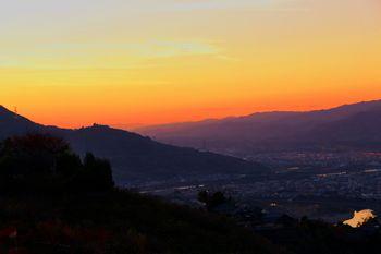 国城山中腹から紀の川を望む夕景
