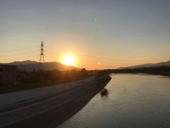 紀の川サイクリングロードに沈む夕日